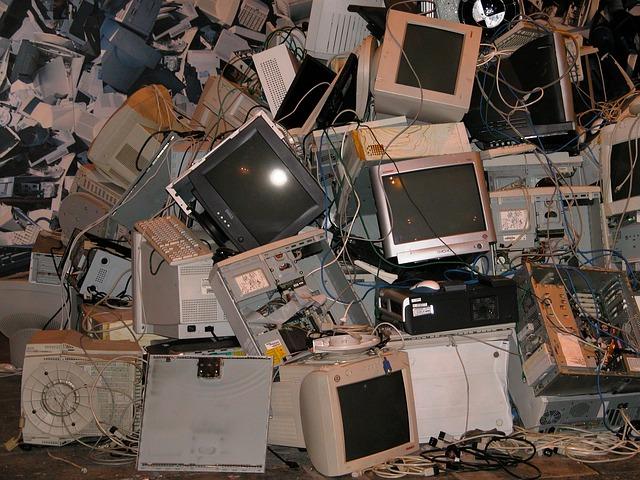 počítače a monitory