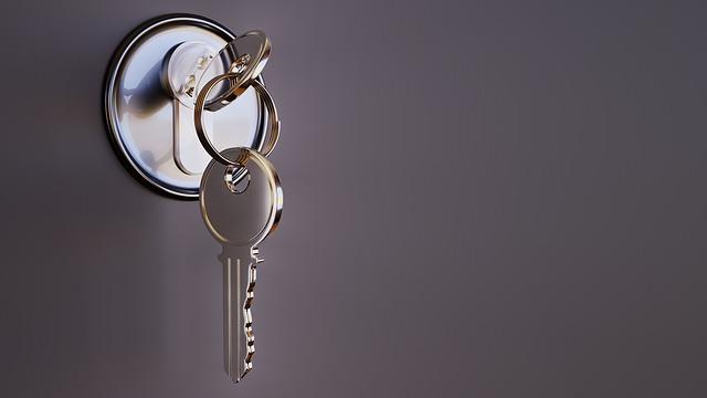 klíče v zámku.jpg