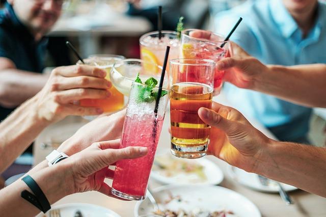 ťukání nápoji