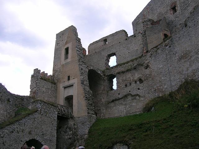 zřícený hrad